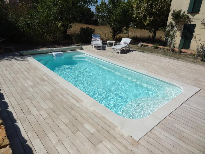 R alisation d 39 une piscine coque polyester rectangulaire for Piscine coque installation
