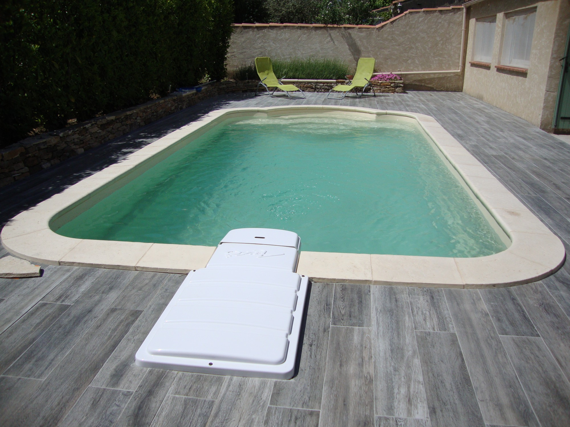 Vente et installation d 39 une piscine coque polyester 7x3 for Piscine 7x3