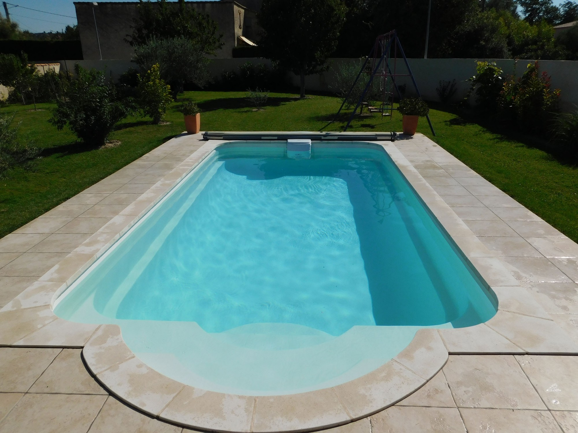 mod le piscine coque rectangulaire 7x4 dans le var installation piscine marseille france. Black Bedroom Furniture Sets. Home Design Ideas