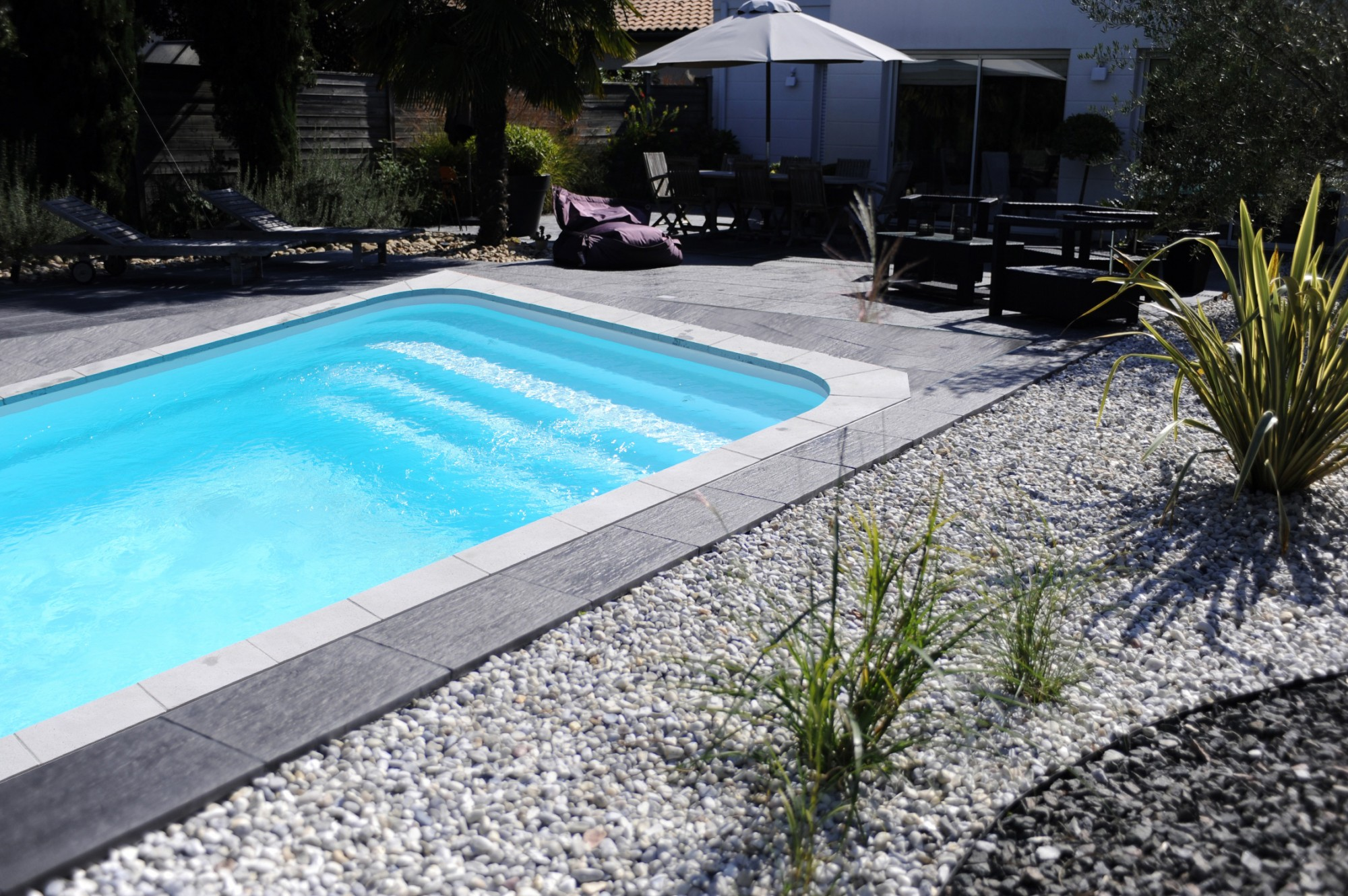 Mod le piscine coque rectangulaire 7x4 dans le var for Piscine var