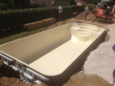 Fabrication de coque piscine pas ch re b ziers for Installation piscine coque